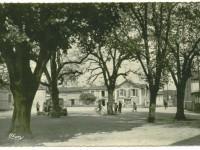 Béruges - Place